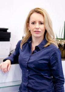 Elena Schulz, fortgebildete Zahnmedizinische Fachassistentin und Betriebswirtin für Management im Gesundheitswesen
